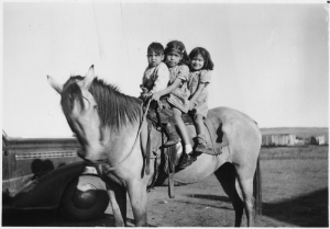 Three_Indian_children_on_a_horse_-_NARA_-_285837